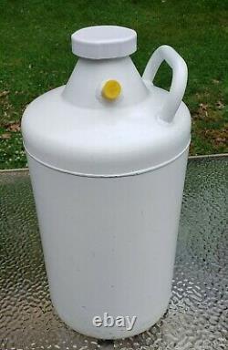 Union Carbide Liquid Nitrogen Storage Dewar Cryogenic Vessel UC-10