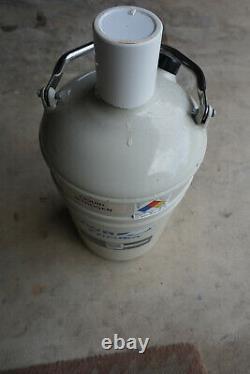 VWR CryoPro Liquid Dewar L-5 liters nitrogen LN2 semen storage tabletop table